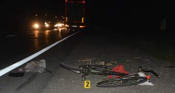 На Львовщине грузовик сбил велосипедиста: фото