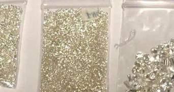 Спрятали бриллианты в трусах: в Киеве на таможне поймали контрабандистов