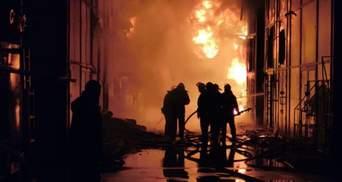 """У Харкові горів ринок """"Барабашово"""": спалахнули ряди з тканинами – фото, відео"""