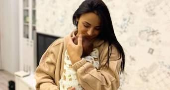 Ілона Гвоздьова поділилась новим фото з малюком на руках