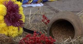 Тысячи зажженных лампадок: как в городах Украины почтили жертв Голодоморов – фото, видео