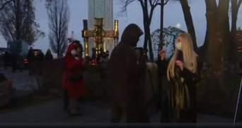 На журналістку каналу Медведчука напали в прямому ефірі: вона розповідала про Голодомор – відео