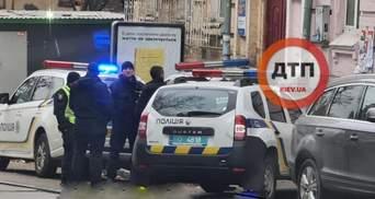 5 мужчин ворвались в квартиру и захватили женщину в заложники в Киеве: видео