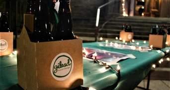 Рождественское пиво: церковь угостила людей напитками вместо праздничных венков