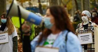 Танцы как знак протеста: в Испании сотни врачей вышли на митинг против сокращений