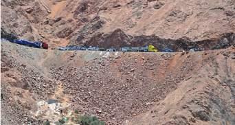 У Перу мікроавтобус злетів у яр: багато жертв і постраждалих