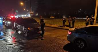 Бив водія і стріляв: у Львові чоловік хотів втекти з місця ДТП – фото