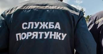 В Харькове спасатели будут заносить больных COVID-19 в больницу: в корпусе нет лифта