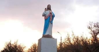 Иисус вместо Ленина: в центре села на Запорожье установили новую скульптуру – фото