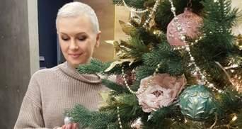 Алла Мазур зачарувала світлинами біля новорічної ялинки