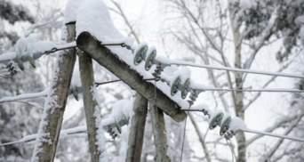 Дома без электричества и гололедица: Украину накрыла непогода