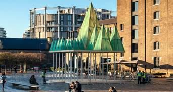 """У вигляді зелених пірамід: в Лондоні з'явиться """"підвішена"""" різдвяна інсталяція – фото"""