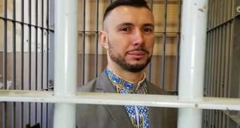 Марків передав у музей вишиванку, в якій був на останньому засіданні суду в Італії: фото