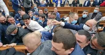 В Одессе депутаты блокируют сессию облсовета: конфликт превратился в масштабную драку – видео