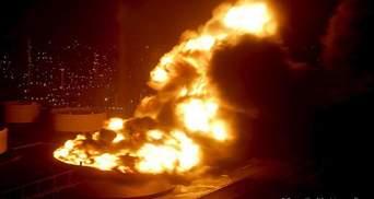 Мощный взрыв на нефтяном заводе в ЮАР – фото, видео