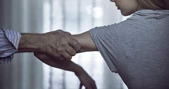Бив головою в коліно і виривав волосся: як вберегтись від домашнього насилля