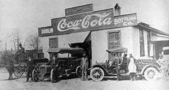 Тесный офис, гараж и маленький киоск: как выглядели раньше самые богатые компании современности