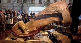 Ленінопаду – 7 років: як валили пам'ятники Леніну у містах України – фото і відео