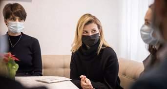 В черной кофте и брюках: Елена Зеленская показала стильный образ – фото