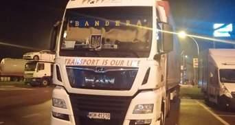 """В Польше разразился скандал из-за надписи """"Бандера"""" на фуре: детали"""