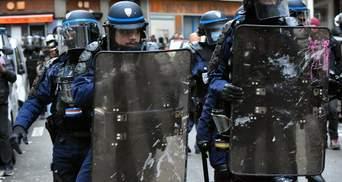 Водометы, слезоточивый газ, много задержанных: Францию снова накрыли масштабные протесты – видео