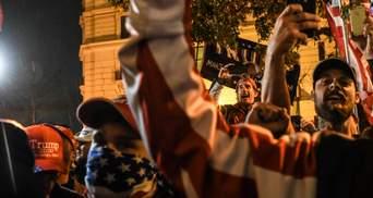Огнестрельное и ножевые ранения: в США протест сторонников Трампа перерос в стычку –  фото