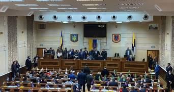Драка в Одесском облсовете: депутаты снова штурмовали трибуну – эпическое видео