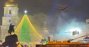 У Києві запалили головну ялинку країни: фото, відео дійства
