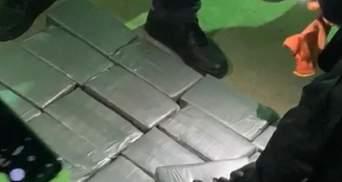 Чергова провальна спроба контрабанди наркотиків: де кокаїн ховали цього разу – фото, відео