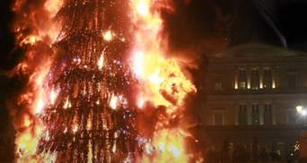 На Херсонщине сгорела новогодняя елка из-за замыкания в гирлянде: фото