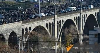 У Єревані вшанували загиблих у Карабасі: жалобна хода ледь не переросла в сутички – відео