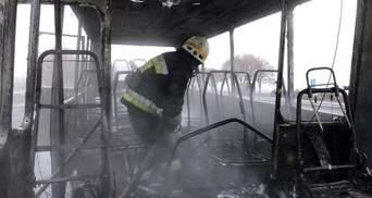 На автодороге Днепр – Кривой Рог загорелся автобус с пассажирами: фото