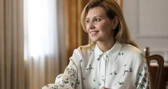 Олена Зеленська показала бездоганний образ у червоному жакеті: відео
