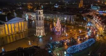 У Литві встановили екологічну ялинку: вона світиться завдяки утилізованій кавовій гущі – фото