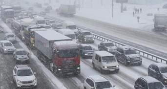 В Киеве 24 декабря перед выходными образовались ужасные пробки: онлайн карта