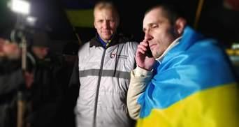 Политзаключенный Шумков уже в Украине: щемящие фото