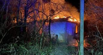 На Львівщині вщент згорів будинок: його власник потрапив у лікарню з важкими опіками – фото