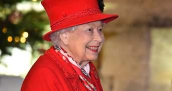 В фиолетовом платье: традиционное поздравление королевы Елизаветы II с Рождеством – видео