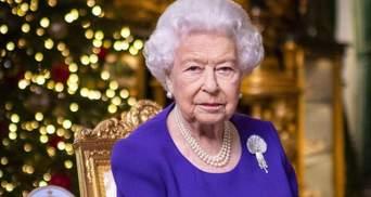 Без сыновей и внуков: Елизавета II показала только фото принца Филиппа в рождественской речи