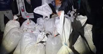 700 килограммов янтаря: на Житомирщине задержали микроавтобус с контрабандой – фото