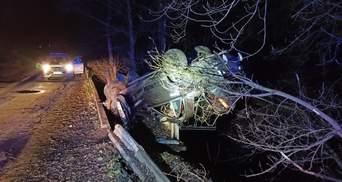 Завис над прірвою: на Житомирщині трапилось моторошне ДТП