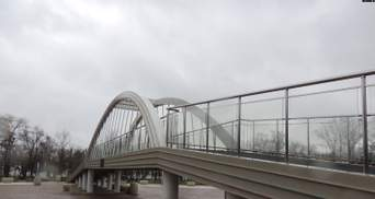 В окупованому Криму тріснула 55-метрова копія Кримського мосту: фото