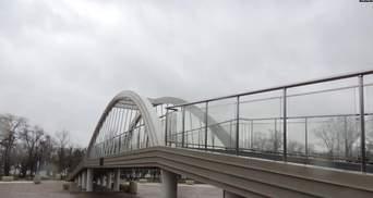 В оккупированном Крыму треснула 55-метровая копия Крымского моста: фото