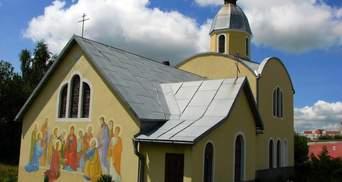 У Львові священник таємно приватизував церкву, і переписав її на доньку