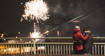 Фейерверки на фоне пустых улиц: как мир встречал Новый 2021 год – фото