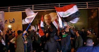 Превратили место убийства в святыню: тысячи иракцев почтили память генерала Сулеймани – фото