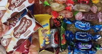Кілька цукерок за 7 мільйонів і листівка від Труханова: в Одесі – скандал через подарунки дітям