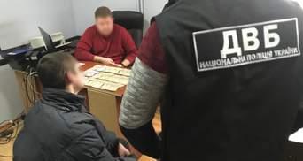 В Дрогобыче задержали мужчину на попытке подкупа руководителя следственного отдела: фото