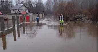 Людей просят эвакуироваться: в Румынии обильные дожди спровоцировали наводнения – фото