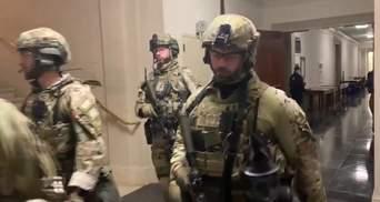 В здание Капитолия зашли вооруженные спецназовцы: видео